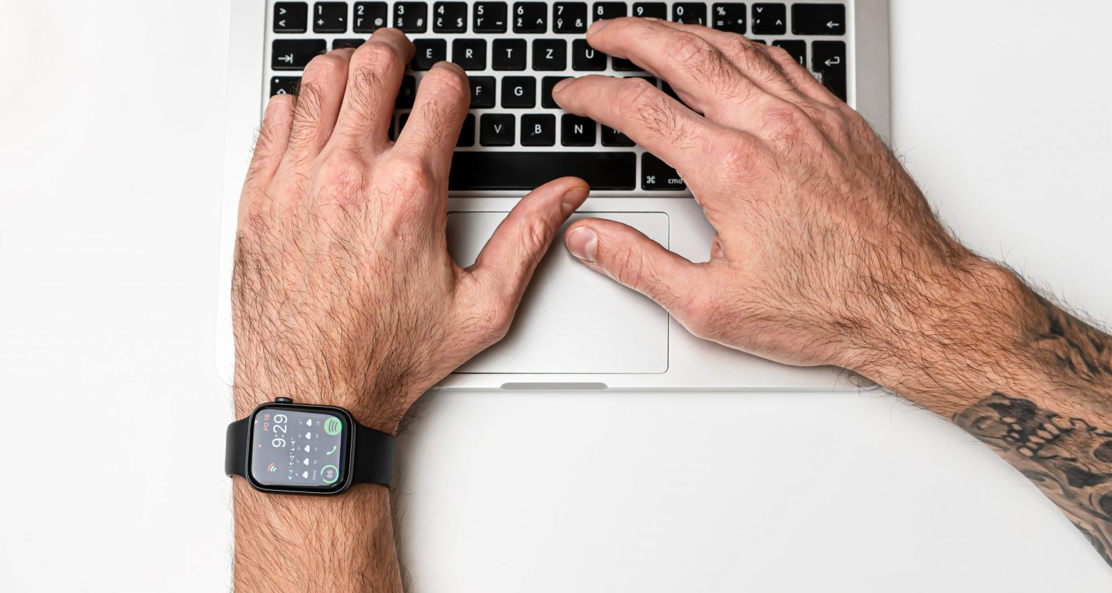Az Apple Watch SE árcédulájával és funkcióival is meglepetést okoz