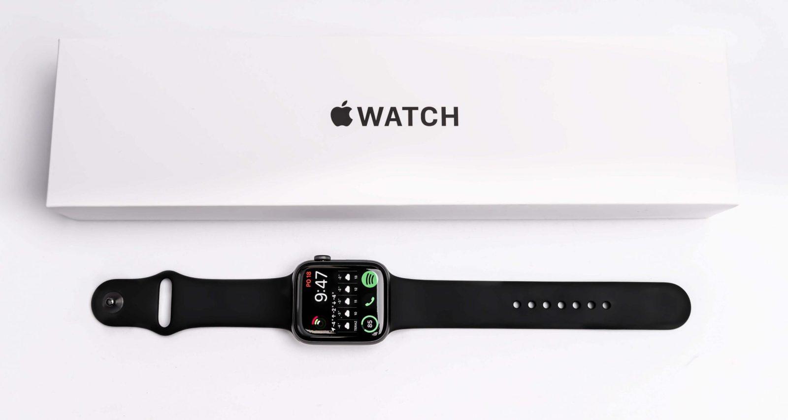 Apple Watch SE - középosztályú intelligens óra, igényesebb felhasználók számára