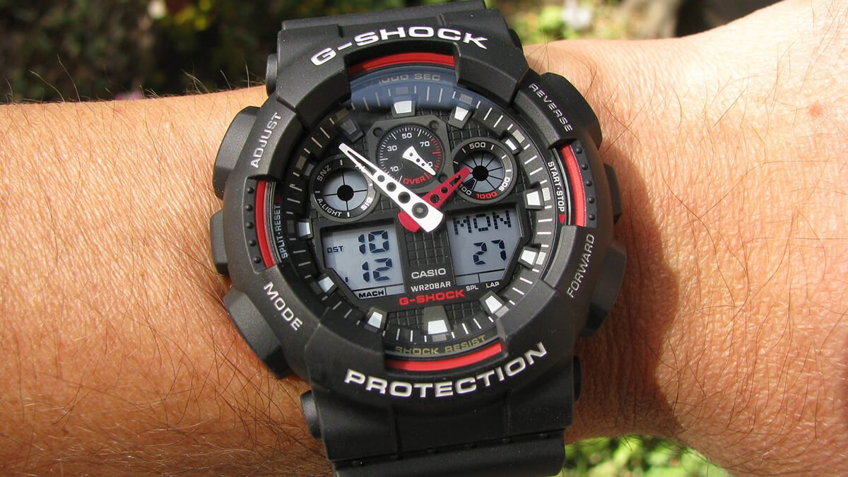 Fekete-piros Casio G-Shock GA-100-1A4