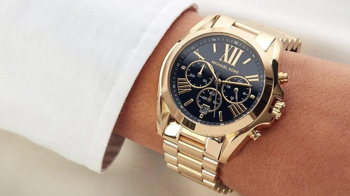 Masivní dámské hodinky s čísly s černým ciferníkem