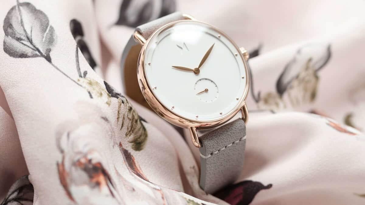 Jemné minimalistické hodinky MVMT Bloom